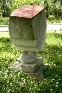 ROMAN Mircea  Piraminda umblatoare